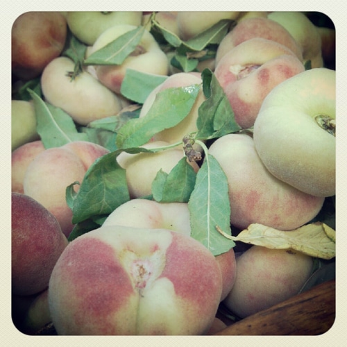 farmers-market-peaches