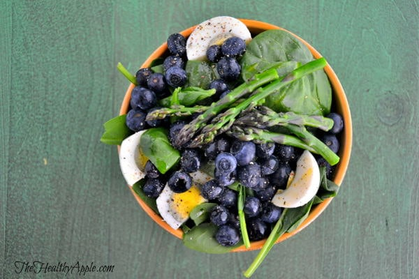 vegetarian-gluten-free-blueberry-asparagus-and-spinach-salad